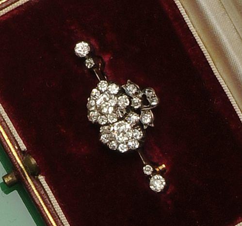 A diamond set double heart brooch