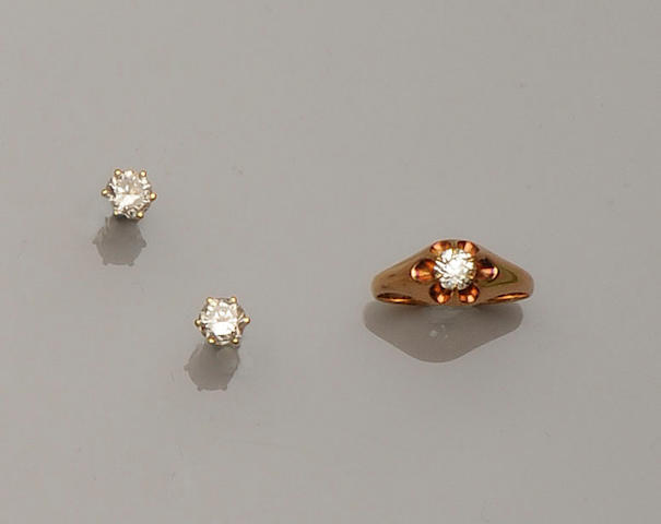 A pair of diamond single stone earstuds and a diamond single stone ring (3)