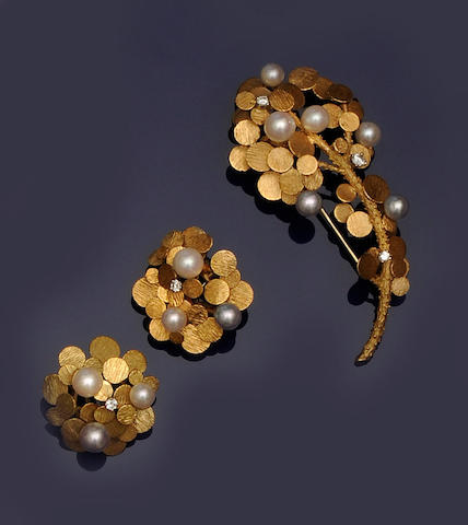A cultured pearl and diamond set brooch and earclip suite,