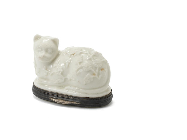 Box in the shape of a cat, Mennecy, circa 1745
