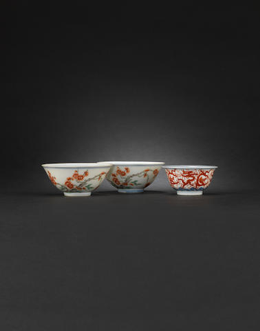A pair of small enamelled bowls