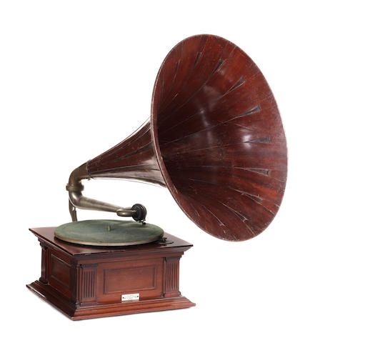 A mahogany Senior Monarch Gramophone, 1908,