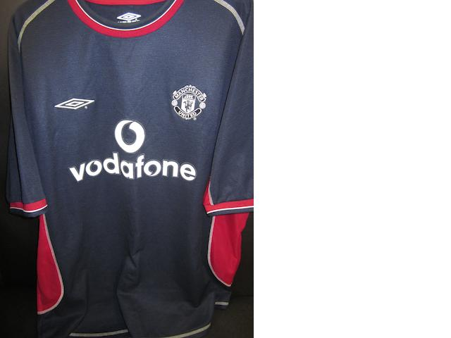 A Ryan Giggs hand signed Manchester United shirt