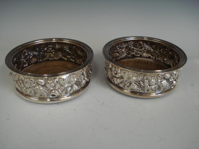 A pair of silver circular wine coasters by Roberts and Belk, Sheffield 1979  (2)