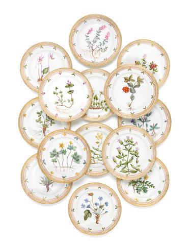 Fourteen Royal Copenhagen Flora Danica dessert plates, 20th century