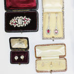 A mixed collection of jewellery