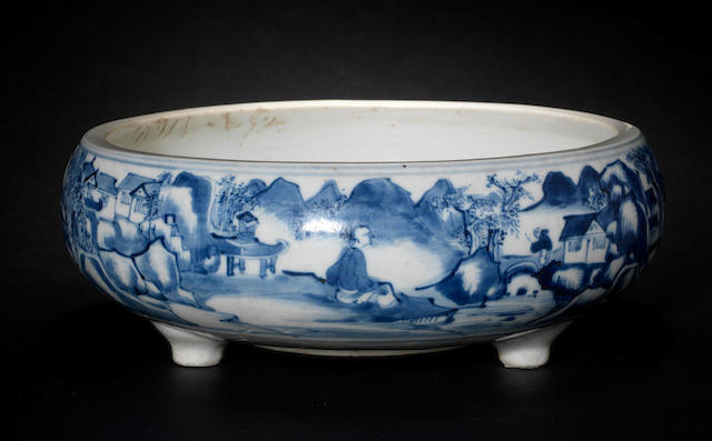A blue and white tripod bowl 17th/18th century, probably made in Fujian