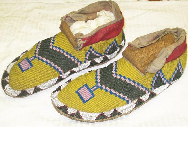 Two pairs of Plains beadwork moccasins probably Sioux or Crow 23.5 and 24.5cm long 4