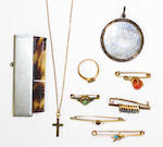 A collection of jewellery items (quantity)