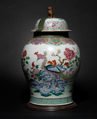 An 18th Century Chinese vase with cover (chipped)