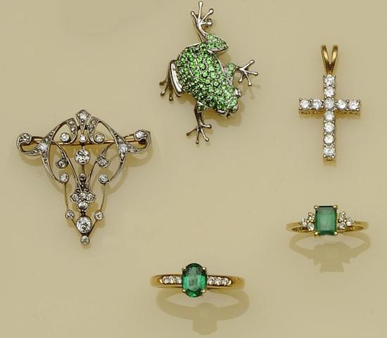 A diamond set brooch (5)