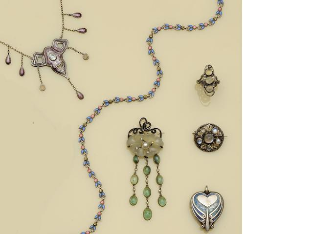 A collection of Arts and Crafts jewellery (6)