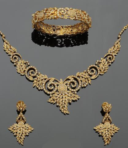 A suite of seed pearl jewellery  (4)