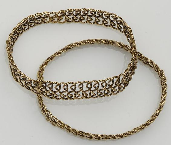 A pair of woven link sprung bracelets (2)