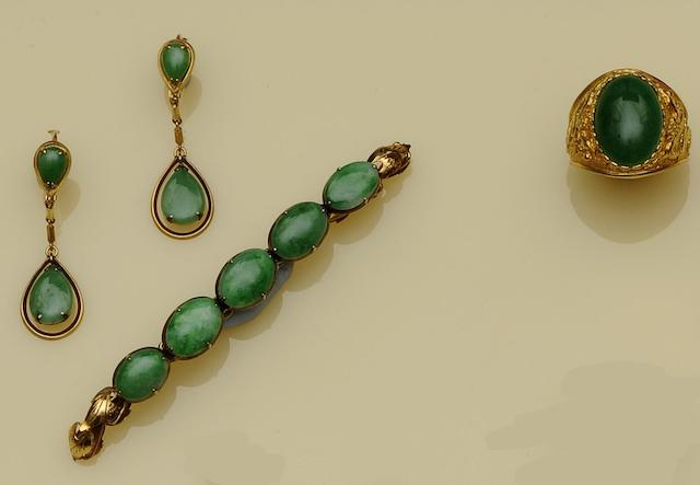 A collection of jadeite jewellery (4)