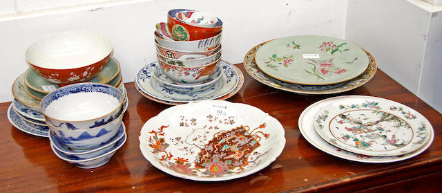 A quantity of Chinese export small bowls, plates and dishes