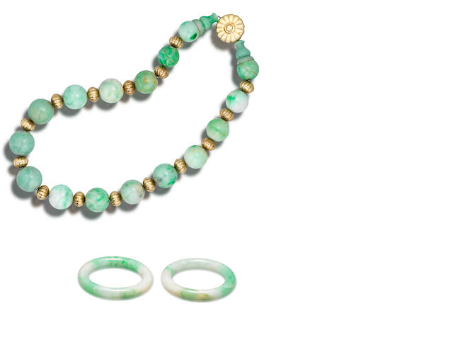 A jadeite bead necklace and a pair of jadeite bangles (3)