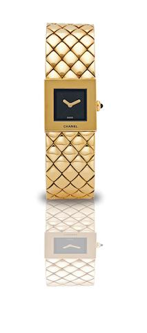 Chanel. A very fine 18ct gold lady's quartz bracelet watch Matelassée, Case No.F.C.65928, Made in 1993