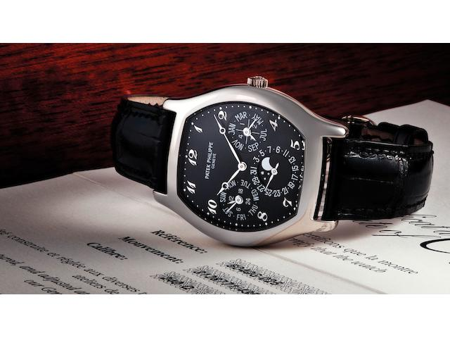 Patek Philippe. A very fine and rare 18ct white gold perpetual calendar automatic wristwatch with moon phasesRef:5040G-025, Case No.4355726, Movement No.3128771, Sold 13th January 2007