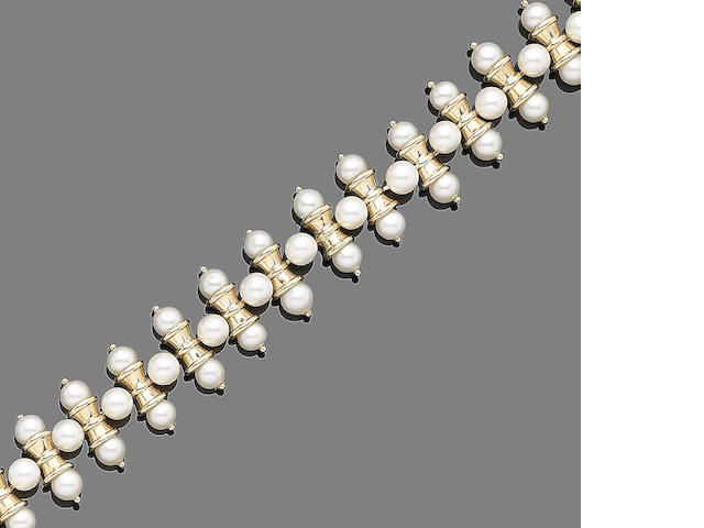 A cultured pearl bracelet