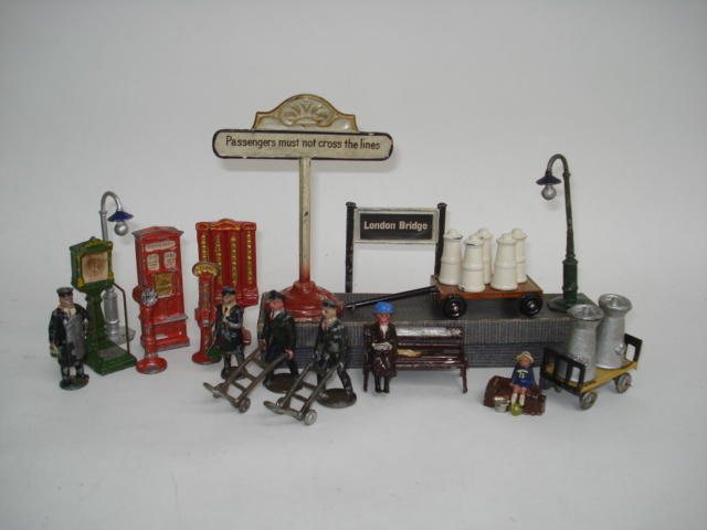 Bing Railway trolley and milk churns and other railway accessories lot