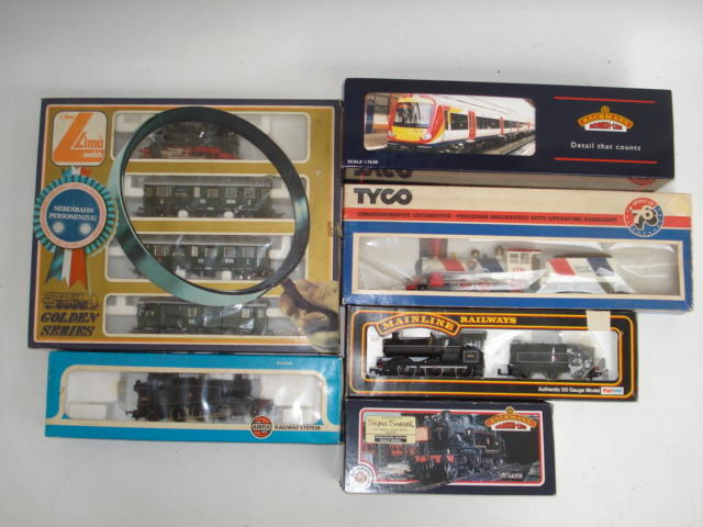 Various 00 gauge locomotives, coaches and wagons lot