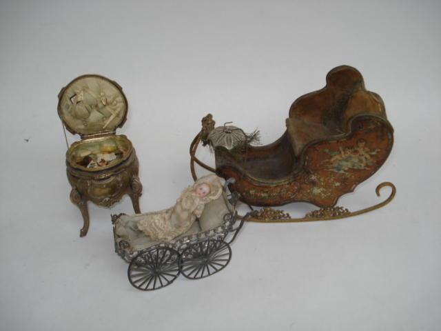 Pressed tin-plate miniature sleigh 3
