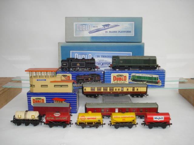 Hornby Dublo engines, rolling stock and accessories lot
