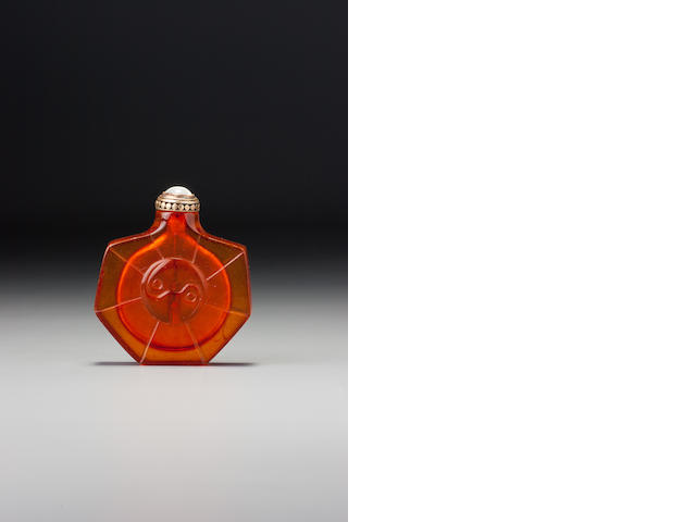 An amber 'yin-yang' snuff bottle 1720–1840