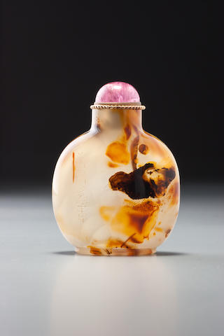 An inscribed dendritic chalcedony 'bird' snuff bottle   Official School, 1750–1880