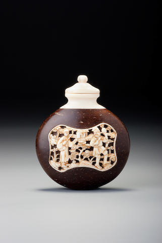 A coconut-shell and ivory 'figures in landscape' snuff bottle 1770–1880