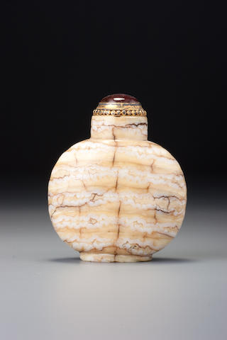 An elephant-molar snuff bottle 1740–1860