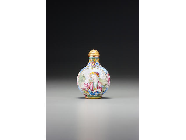 A 'famille-rose' enamel on copper with gold 'European ladies with children' snuff bottle Imperial, palace workshops, Beijing, Qianlong blue-enamelled four-character mark and of the period, 1736–1760
