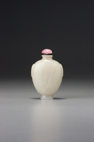 A nephrite 'chi and lingzhi handles' snuff bottle Imperial, attributable to the palace workshops, Beijing, Qianlong wheel-cut four-character seal mark and of the period,  1736–1799