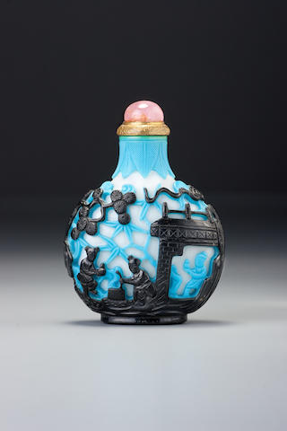 A double-overlay two-colour glass 'blind man's buff' snuff bottle 1780-1820