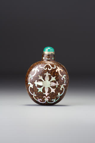 An inlaid lacquer 'Indian lotus' snuff bottle Possibly workshop of Lu Dong, Yangzhou, 1780–1860