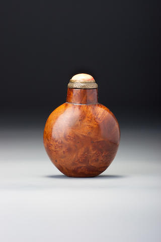 A burlwood snuff bottle 1760–1900