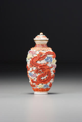 A 'famille rose' porcelain 'dragon and phoenix' snuff bottle Nezhai Mingbei mark, probably Imperial, Jingdezhen, 1796–1820