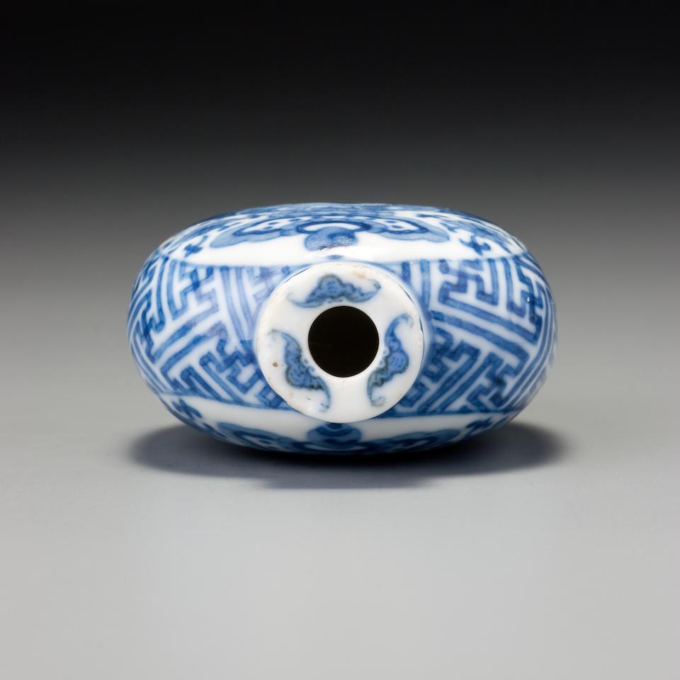 A blue and white porcelain 'Buddhist emblems' snuff bottle Jingdezhen, Jingchun yuan zhi mark, 1821–1850