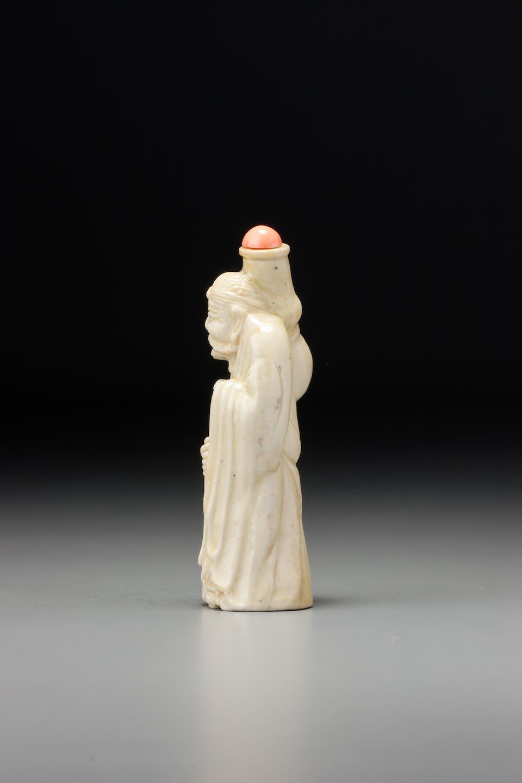 An inscribed pale-yellow porcelain 'Hugong' snuff bottle Jinyu[?], Jingdezhen, 1830–1880