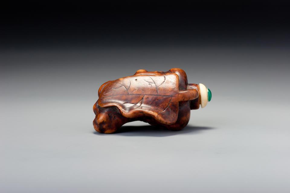A burlwood snuff bottle 1780–1900