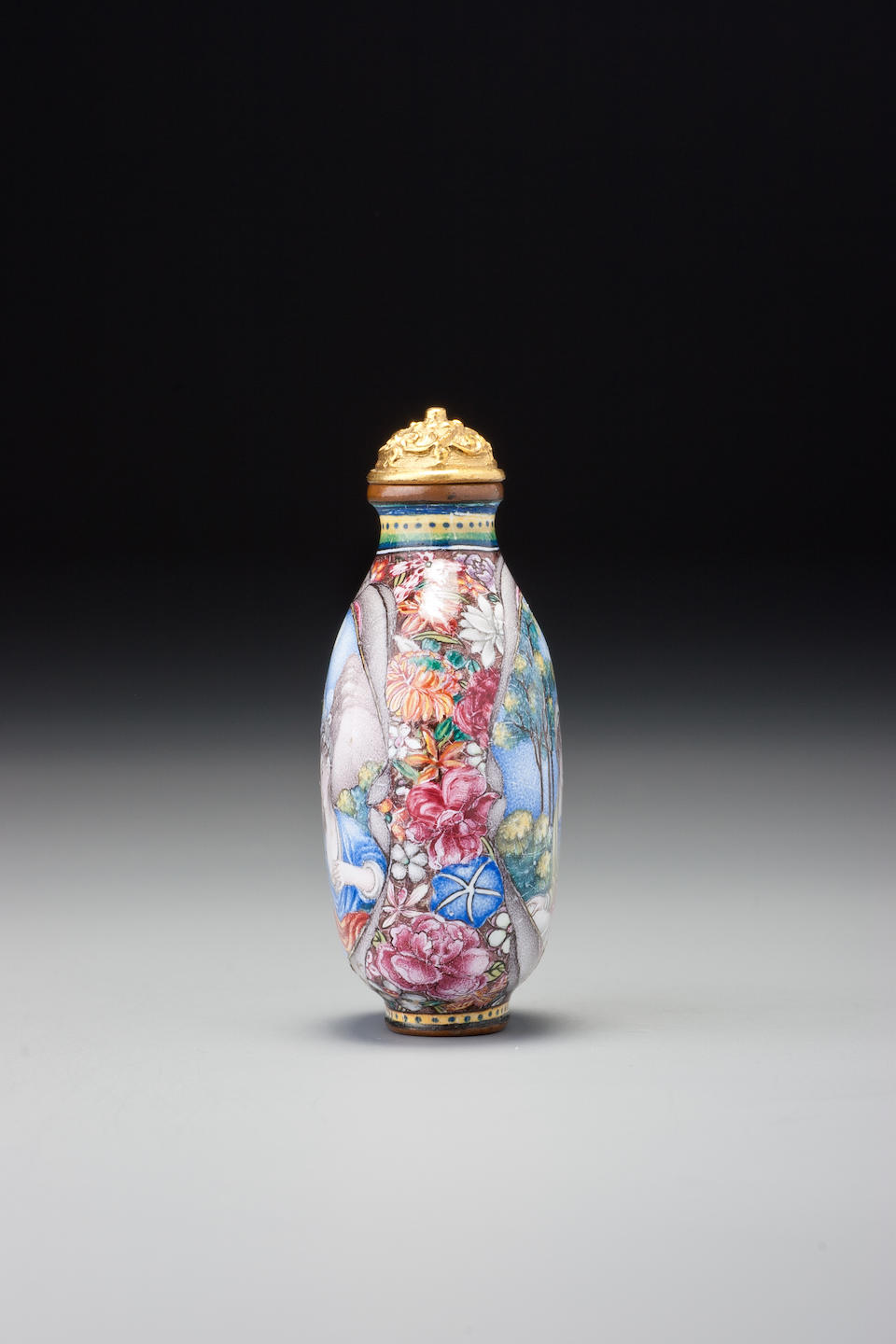 A 'famille-rose' enamel on copper with gold 'European subject snuff bottle Imperial, palace workshops, Beijing, Qianlong blue-enamelled four-character mark and of the period,  1736–1775