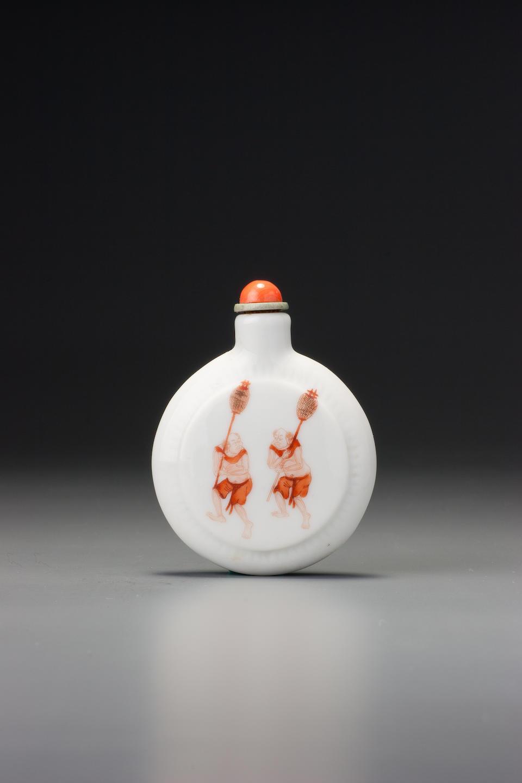 An iron-red enamel on porcelain 'Zhong Kui' snuff bottle Jingdezhen, 1830–1860