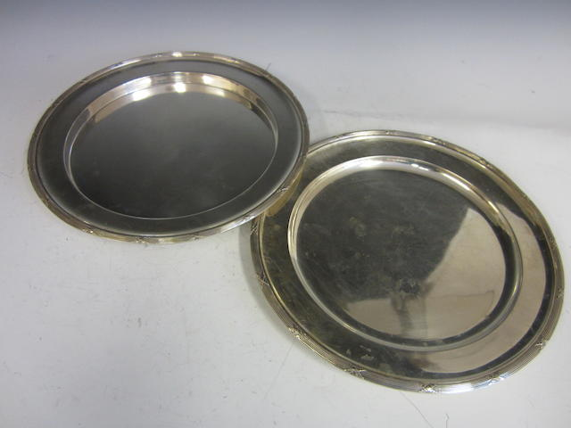 Two Austrian silver circular dishes, Vienna 1872-1922,  (2)