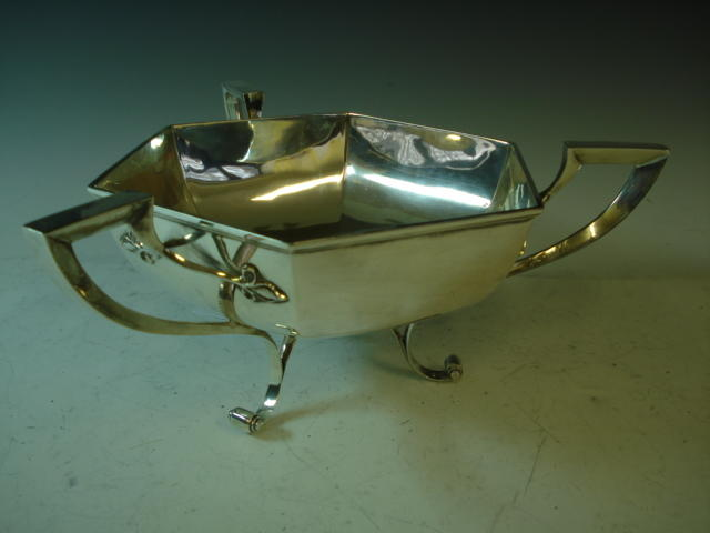 A silver three handled bowl by Walker and Hall, Sheffield 1926