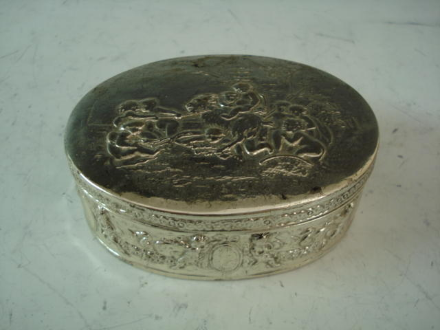 A Dutch silver oval presentation trinket box by Neresheimer and Sohne, Hanau, Chester import 1907 by B.Muller