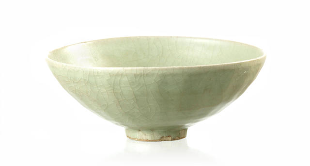 A crackle glaze celadon bowl Possibly Yuan/ Ming Dynasty