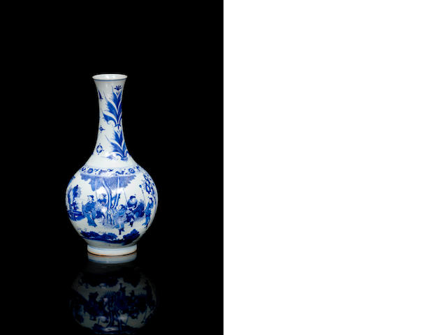 A Chinese blue and white bottle shaped vase 18/ 19th century