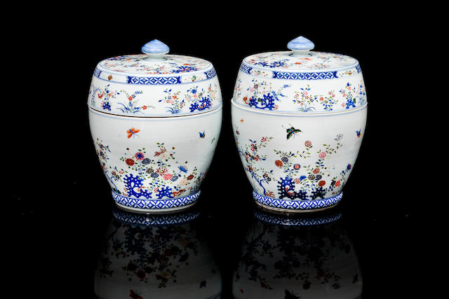 A  pair of Chinese porcelain jars and covers 19th century