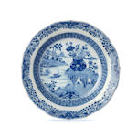 A blue and white vase and four plates 18th/ 19th century